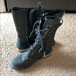 Used sorel combat boots. Have a tear in right toe.